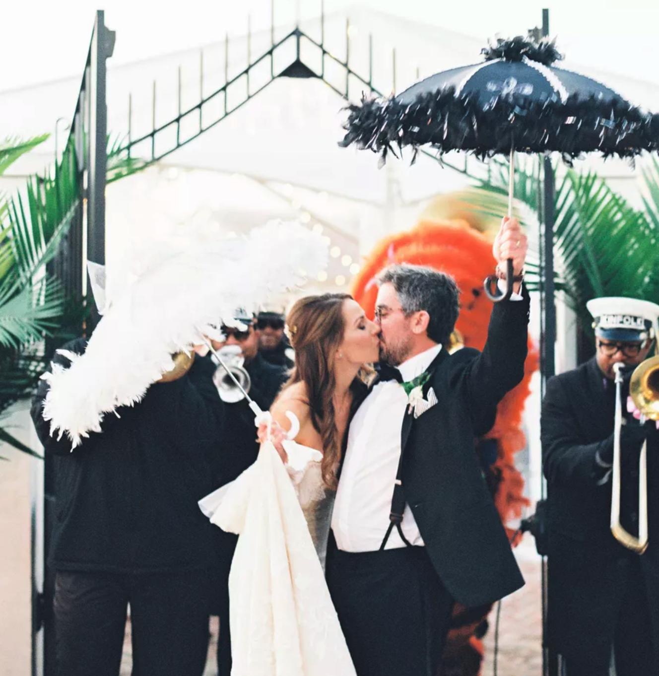 A Modern-Meets-Vintage NO Wedding